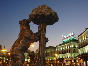 Statue of the Bear and the Strawberry Tree